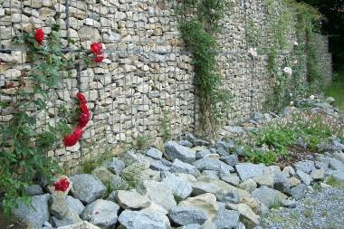 Gabionenmauer bauen